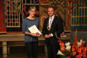 Franziska Dickschen mit OB Ulrich Markurth (Foto: Nils Reuther)